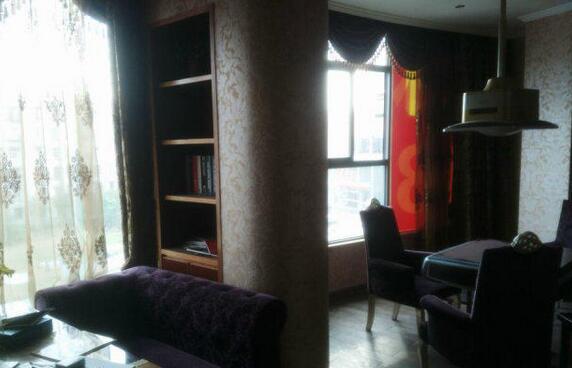 碧海蓝天附近,第三层豪华装修750�O出租,无转让费